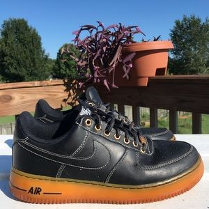 NIKE Air Force 1 Winterized Black Leather Trainers